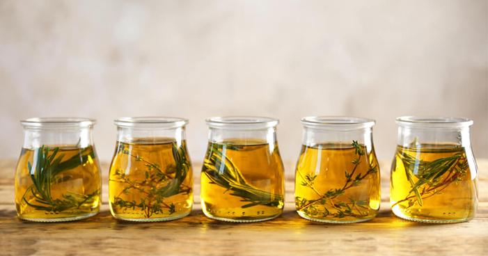 Aprenda a conservar ervas corretamente com azeite