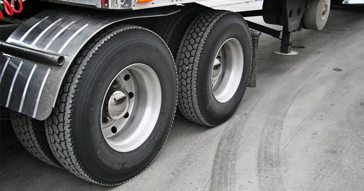 Como prolongar a vida útil dos pneus de caminhão?