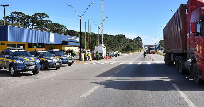 Veja a importância da fiscalização nas estradas e o que é verificado