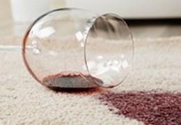 Como remover manchas de vinho facilmente?