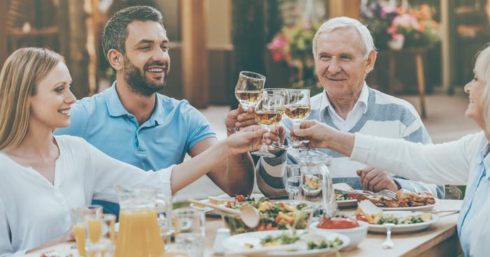 Da entrada à sobremesa: escolha o melhor vinho para jantar com seu pai