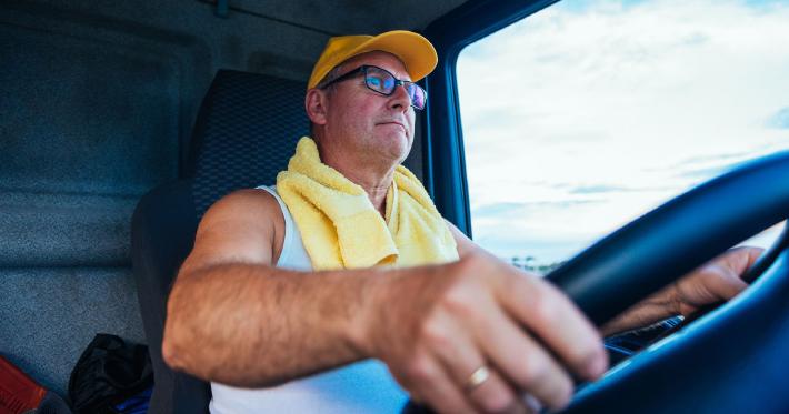 Caminhoneiro agregado ou autônomo: qual é mais vantajoso?