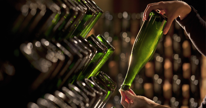 Garrafas de vinho: entenda sobre as cores, formatos e funcionalidades