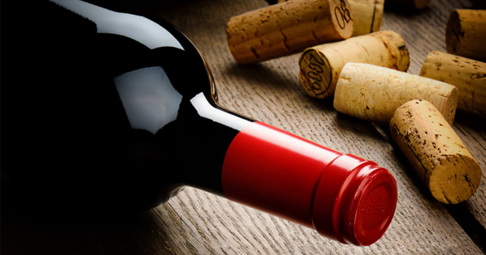 Como as características da garrafa influenciam no vinho?