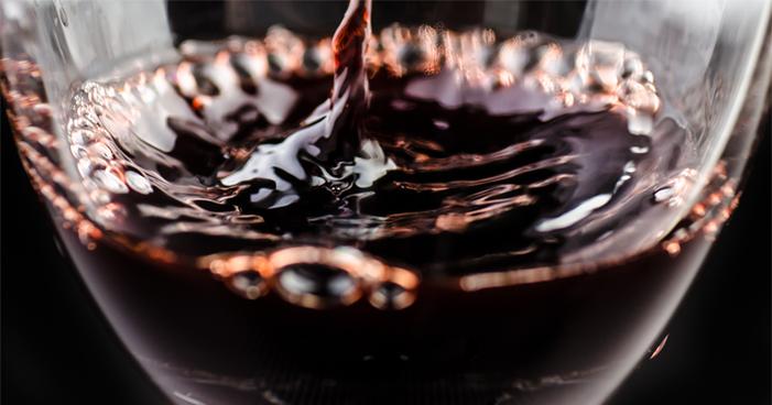 Banho com vinhos: entenda essa prática e seus benefícios!